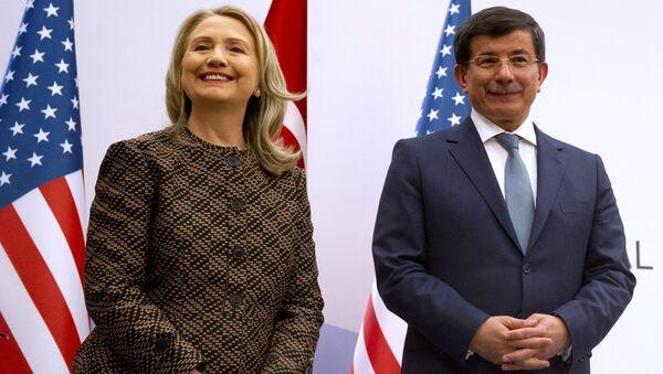 Turkish Foreign Minister Ahmet Davutoglu and US Secretary of State Hillary Rodham Clinton - Sputnik International