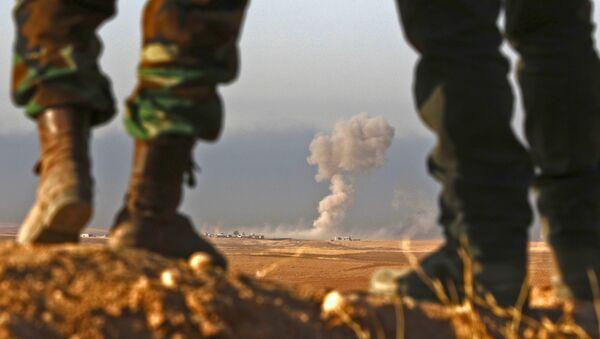 Iraqi Kurdish Peshmerga fighters stand in an area near the town of Bashiqa, some 25 kilometres north east of Mosul - Sputnik International