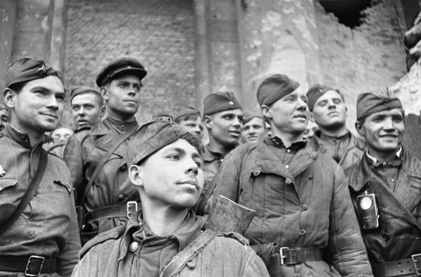 Soldiers that stormed the Reichstag, Reconnaissance platoon of the 674 Infantry Regiment, 150th Infantry Division of Idritsa of the Red Army. - Sputnik International