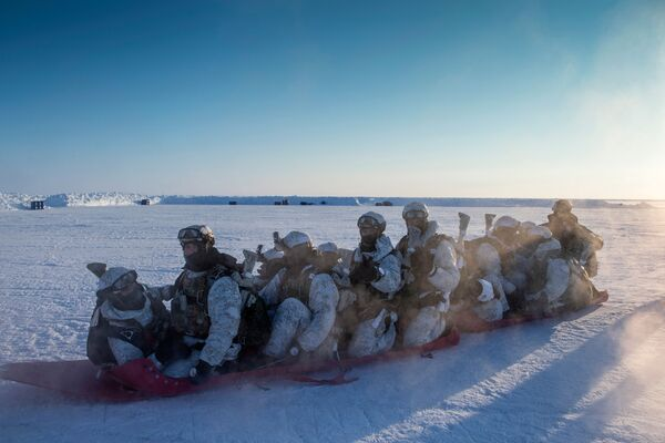 Soldiers of the Chechen Republic' Special Forces units of the Ministry of Internal Affairs (MVD) during the training exercise near the North Pole. - Sputnik International