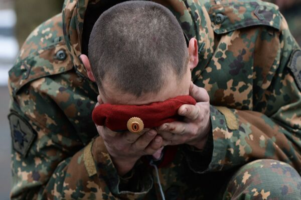 A soldier of the Special Purpose unit of the Federal National Guard Troops Service is seen during a ceremony, held after trials for the right to wear the maroon and dark green berets at the training center Gorny in the Novosibirsk region. Maroon and dark green berets are worn by members of elite Ministry of Internal Affairs Spetsnaz units. - Sputnik International
