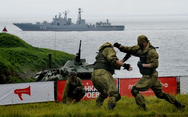 Marines of the Pacific Fleet participate in the Race of Heroes in Vladivostok at the Gornostai military training grounds. The Race of Heroes is a sports project with simulated combat operations. - Sputnik International