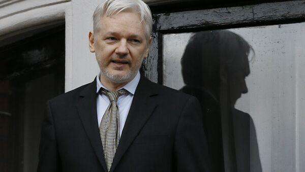 Wikileaks founder Julian Assange speaks from the balcony of the Ecuadorean Embassy in London (File) - Sputnik International