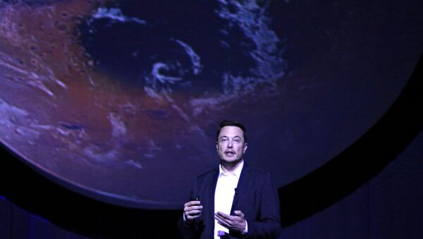 SpaceX CEO Elon Musk unveils his plans to colonize Mars during the International Astronautical Congress in Guadalajara, Mexico, September 27, 2016. - Sputnik International