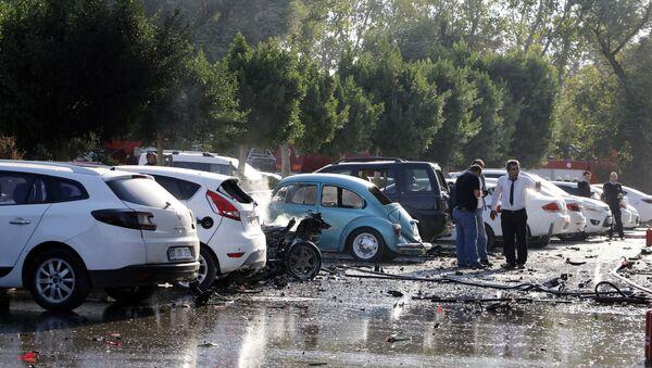 Officials investigate the site after an explosion in Turkey's Mediterranean resort of Antalya, Turkey, Tuesday, Oct. 25, 2016 - Sputnik International