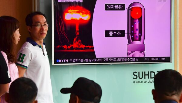 People watch a television news report on North Korea's latest nuclear test at a railway station in Seoul on September 9, 2016 - Sputnik International