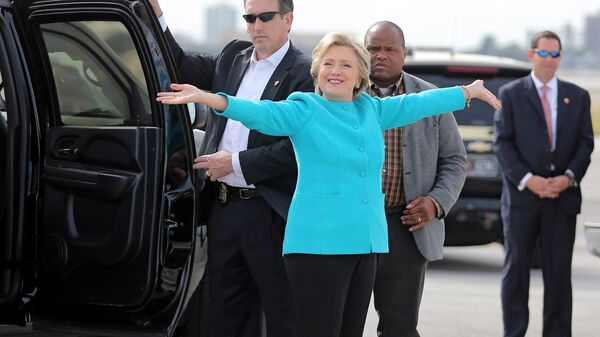 U.S. Democratic presidential candidate Hillary Clinton reacts before boarding her campaign plane at Miami international airport in Miami, Florida, U.S., October 26, 2016. - Sputnik International