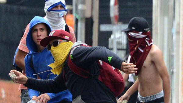 Opposition activists clash with National Guard members during a protest in San Cristobal, state of Tachira, Venezuela on October 26, 2016. - Sputnik International