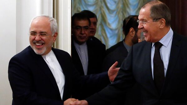 Russian Foreign Minister Sergei Lavrov (R) shakes hands with his Iranian counterpart Mohammad Javad Zarif during a meeting in Moscow, Russia, October 28, 2016 - Sputnik International