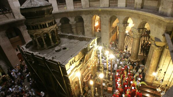 Christian clergymen holding Palm branches walk around the tomb of Jesus Christ during a mass to mark Palm Sunday in the Church of the Holy Sepulchre in Jerusalem's Old City. (File) - Sputnik International