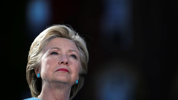 US Democratic presidential nominee Hillary Clinton attends a campaign rally at Alumni Hall Courtyard, Saint Anselm College in Manchester, New Hampshire US, October 24, 2016. - Sputnik International