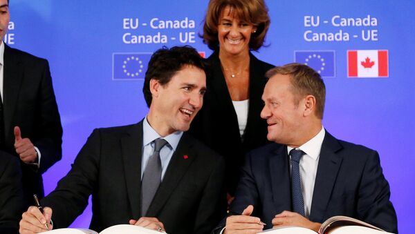 Canada's Prime Minister JustinTrudeau and European Council President Donald Tusk attend the signing ceremony of the Comprehensive Economic and Trade Agreement (CETA), at the European Council in Brussels, Belgium, October 30, 2016 - Sputnik International