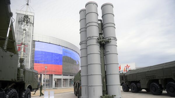 An S-400 Triumf surface-to-air missile system displayed during the international military-technical forum ARMY-2016 at the Patriot Congress and Exhibition Center in the Military Patriotic Park of Culture and Recreation of the Russian Armed Forces, near Moscow - Sputnik International