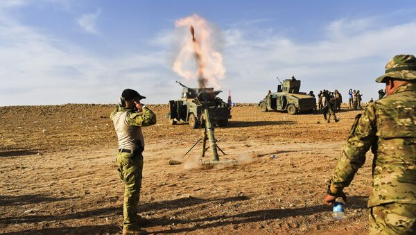 Iraqi forces fire mortar shells towards positions of Islamic State (IS) group jihadists on October 21, 2016, on the frontline on the outskirts of Qayyarah, about 30 kilometres south of Mosul, during an operation to retake the main hub city from IS - Sputnik International