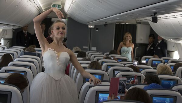 Katherine Jenkins and dancers from the Bolshoi Ballet perform first-ever ballet and musical performance in the sky - Sputnik International