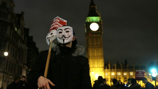 A masked demonstrator stands in Parliament Square during the Million Mask protest march in London on Thursday Nov. 5, 2015. - Sputnik International