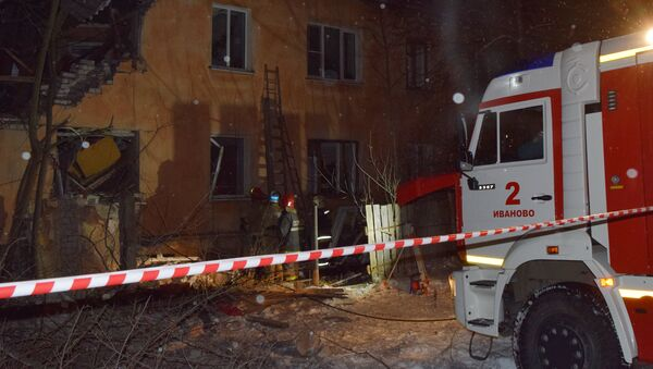 Emergency Ministry's employees work at an explosion site in a residential house in Ivanovo. - Sputnik International