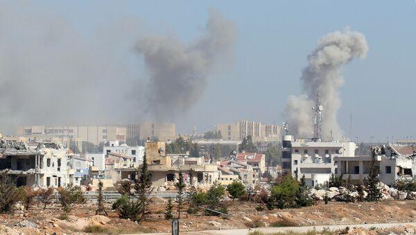 Smoke rises from government-controlled New Aleppo neighbourhood, western Aleppo city, Syria November 3, 2016. - Sputnik International