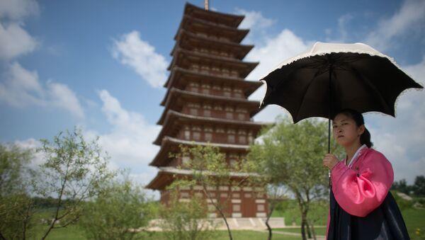A girl in a historical park on the outskirts of Pyongyang. - Sputnik International