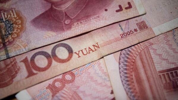 This photo illustration taken on September 29, 2016 shows Chinese 100 yuan notes in Beijing. - Sputnik International