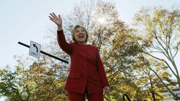 US Democratic presidential nominee Hillary Clinton waves to the crowd at a campaign rally in Pittsburgh, Pennsylvania, US November 7, 2016, the final day of campaigning before the election. - Sputnik International