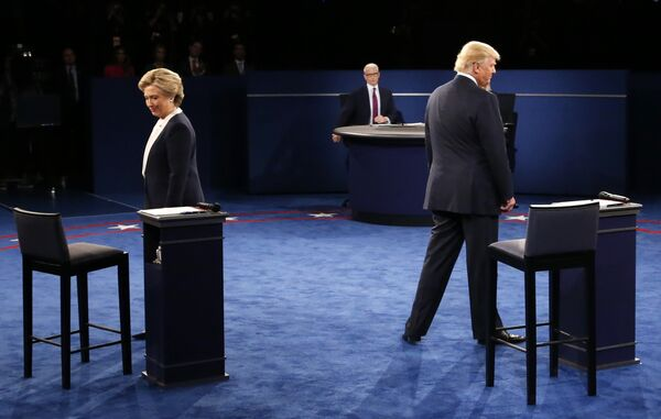 Democratic nominee Hillary Clinton (L) and Republican nominee Donald Trump arrive on stage during the second presidential debate at Washington University in St. Louis, Missouri on October 9, 2016 - Sputnik International