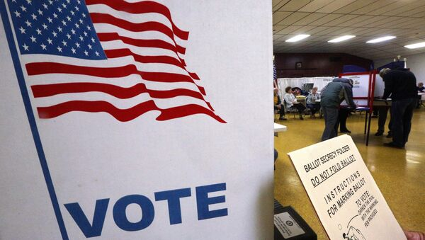 Voters cast their election ballots inside a polling place Tuesday, Nov. 8, 2016, in Springfield, Ill. - Sputnik International