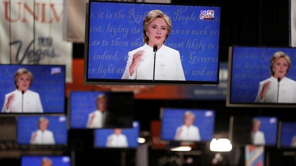 Democratic US presidential nominee Hillary Clinton is shown on TV monitors in the media filing room on the campus of University of Nevada, Las Vegas, during the last 2016 US presidential debate in Las Vegas, US., October 19, 2016. - Sputnik International