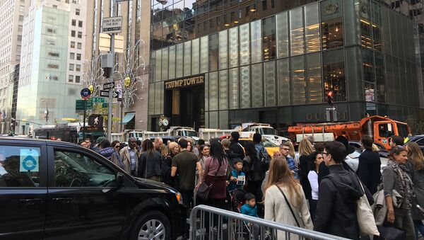 Trump Tower, GOP presidential nominee Donald Trump's unofficial headquarters, has been barricaded with the New York City Department of Sanitation trucks with sand in order to minimize damage from potential terrorist attacks, TMZ online outlet reported - Sputnik International