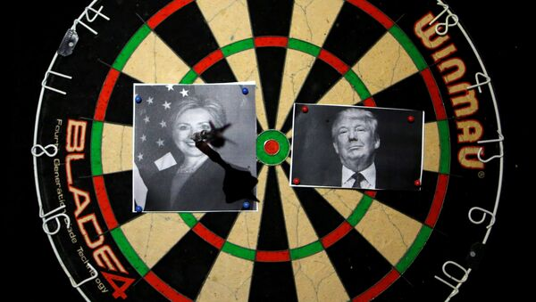 A dart board with images of Republican U.S. presidential candidate Donald Trump (R) and Democratic U.S. presidential candidate Hillary Clinton is seen at an election event held by Republicans Overseas Israel at a bar in Jerusalem November 9, 2016 - Sputnik International