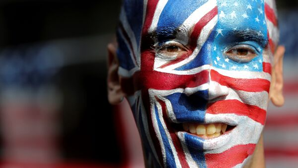 An activist with a face painted with the British Union Flag (L) and the US flag (R) poses in front of a Stop Trump battle bus in London on September 21, 2016 in a campaign run by campaign group Avaaz to mobilise US expatriots in the UK to register to vote in the US presidential election. Voters are set to go to the polls to elect the 45th president of the US on November 8, 2016. - Sputnik International