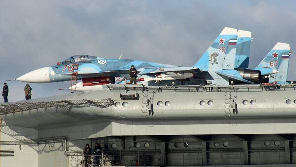 Sukhoi Su-33 Flanker-D fighters aboard the aircraft carrier Admiral Kuznetsov - Sputnik International