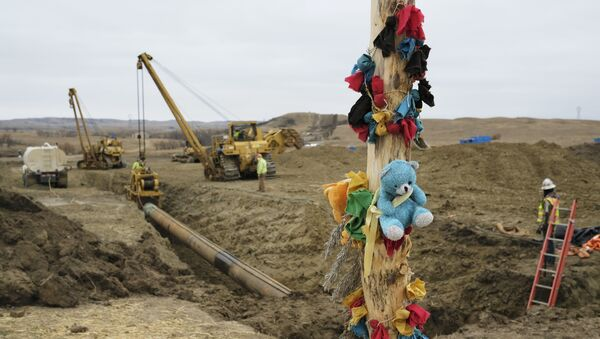 A log adorned with colorful decorations remains at a Dakota Access Pipeline protest encampment as construction work continues on the pipeline near the town of Cannon Ball, North Dakota, U.S., October 30, 2016 - Sputnik International