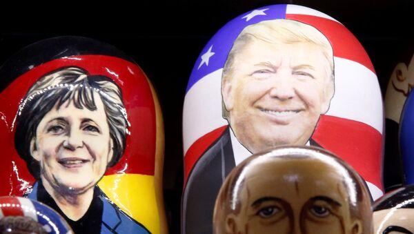 Painted Matryoshka dolls, or Russian nesting dolls, bearing the faces of German Chancellor Angela Merkel an US President-elect Donald Trump - Sputnik International