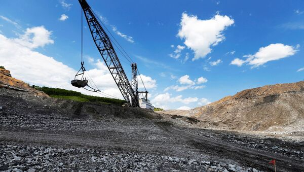 The massive Big John dragline works to reshape the rocky landscape in some of the last sections to be mined for coal at the Hobet site in Boone County, West Virginia, U.S. May 12, 2016 - Sputnik International