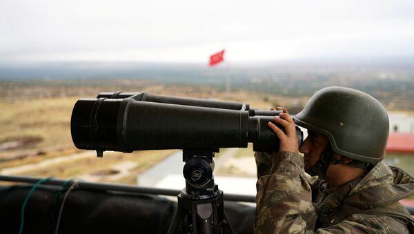 A Turkish soldier watches the border line between Turkey and Syria near the southeastern village of Besarslan, in Hatay province, Turkey, November 1, 2016 - Sputnik International