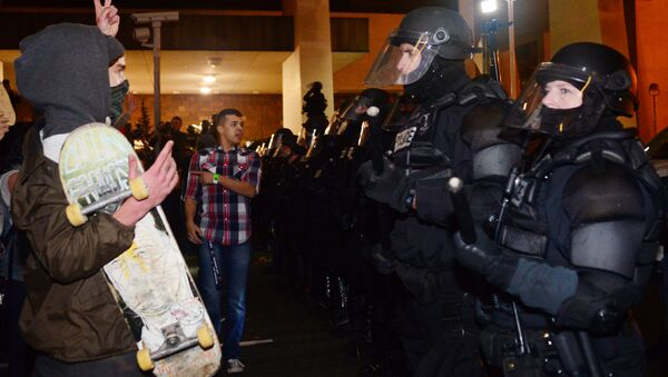 A protestor gestures at police at Pioneer Square in Portland, Oregon on November 11, 2016, to protest the election of US President-elect Donald Trump. - Sputnik International