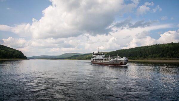 Barge on Lena River - Sputnik International