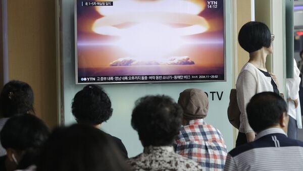 People watch a TV news program reporting North Korea's nuclear test at Seoul Railway Station in Seoul, South Korea. (File) - Sputnik International