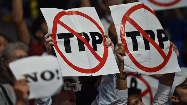 Delegates show their opposition to the Trans-Pacific Parternership Agreement (TPP) during Day 1 of the Democratic National Convention at the Wells Fargo Center in Philadelphia, Pennsylvania, July 25, 2016. - Sputnik International