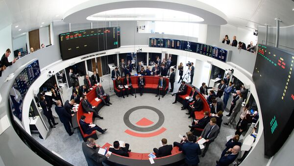 Traders operate in the Ring, the open trading floor of the new London Metal Exchange (LME) in central London. (File) - Sputnik International