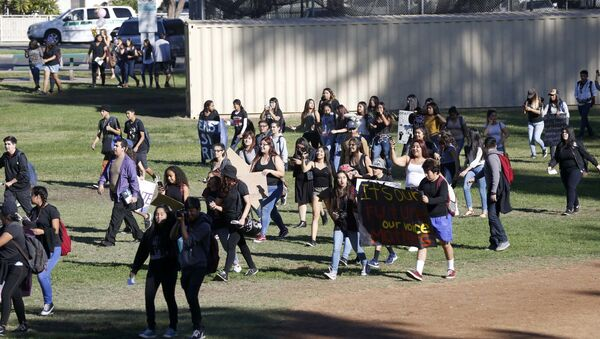Mass Student Walk-Outs Across US Protest Trump Election Win - Sputnik International