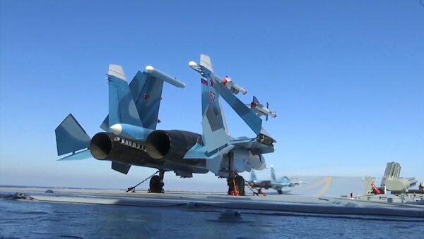 A Su-33 aboard Admiral Kuznetsov near Syria - Sputnik International
