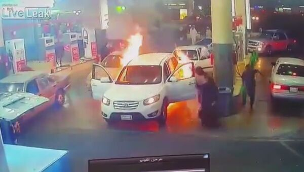 Car catches on fire at gas station during refueling - Sputnik International