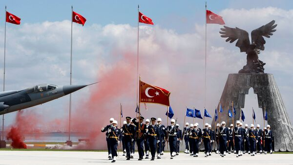 Newly graduated air force cadets march during their graduation ceremony at the Air Force war academy in Istanbul (File) - Sputnik International
