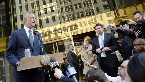 New York Mayor Bill de Blasio speaks during a news conference in front of Trump Tower following a meeting with President-elect Donald Trump, Wednesday, Nov. 16, 2016, in New York - Sputnik International