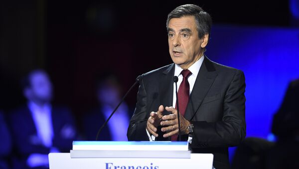 Former French prime minister and candidate for the right-wing Les Republicains (LR) party primaries ahead of the 2017 presidential election, Francois Fillon speaks during the second debate of the right-wing Les Republicains (LR) party primaries on November 3, 2016 at the salle Wagram venue in Paris. - Sputnik International