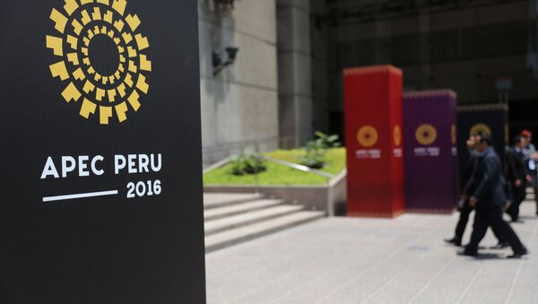 People walk into the Museum of the Nation, where the 2016 APEC (Asian Pacific Economic Cooperation) summit will take place from November 19-20 with the participation of leaders from China, Russia, the United States and Japan, in Lima, Peru, November 17, 2016 - Sputnik International
