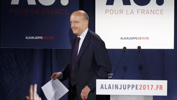 French politician Alain Juppe, current mayor of Bordeaux, and member of the conservative Les Republicains political party, reacts after partial results in the first round of the French center-right presidential primary election at his campaign headquarters in Paris, France, November 20, 2016. - Sputnik International
