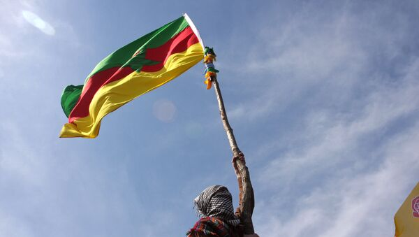 A masked Kurdish man waves a PKK's flag - Sputnik International